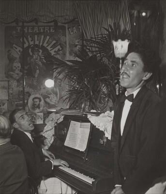 Au café concert Saint Yves, René Bernard et Claude Apel, des garçon de café Melomanes