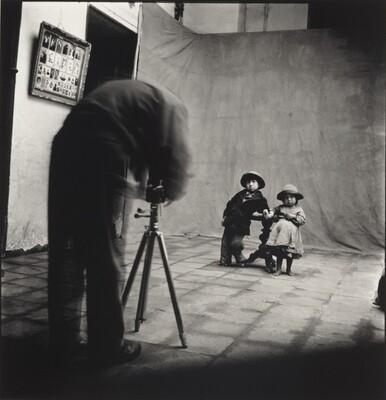 Irving Penn at Work in Cuzco, Peru