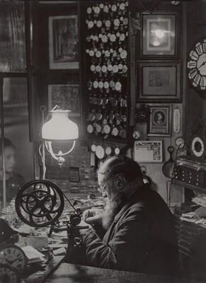 L'horloger, passage Dauphine (Watchmaker, Dauphine Alley)