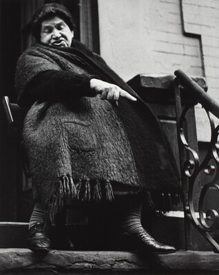 Woman with shawl, New York City
