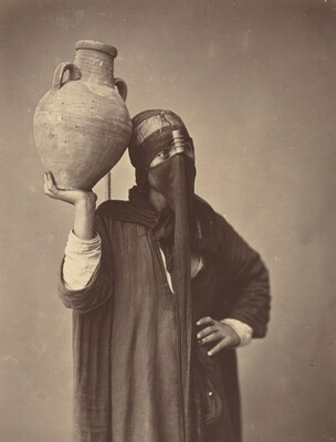 Porteuse d'eau au Caire [Water Carrier in Cairo]