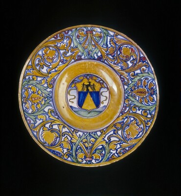 Plate with border of foliate scrollwork; in the center, shield of arms of Vigerio of Savona
