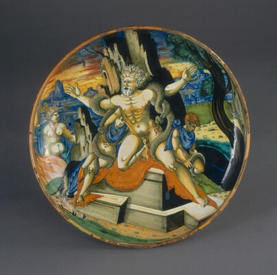 Shallow bowl on low foot with the death of Laocoon and his two sons