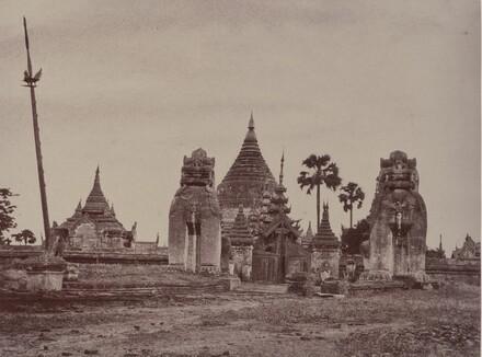 Pugahm Myo: Entrance to the Shwe Zeegong Pagoda