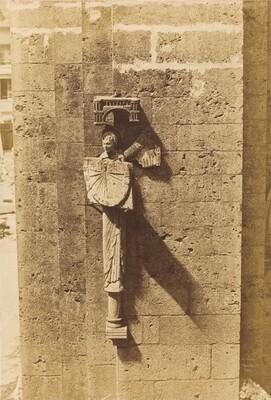 Ange Portant un Cadran Solaire, a l'Eglise de Chartres
