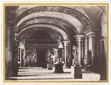 Salle des Cariatides, au Musee du Louvre