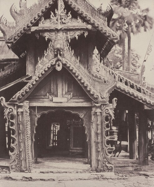 Pugahm Myo: Carved Doorway in Courtyard of Shwe Zeegong Pagoda