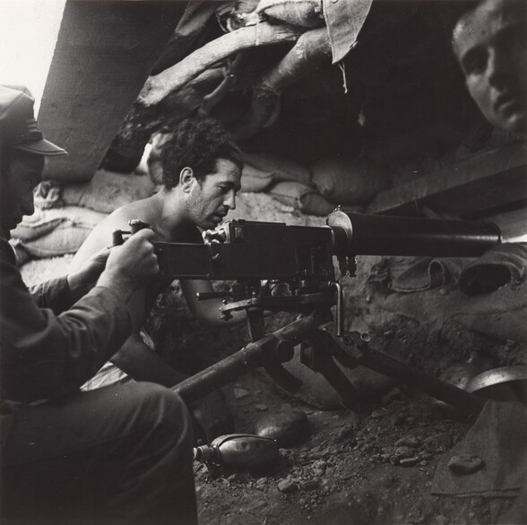 Sin título (Milicianos en un trinchera) (Untitled [Militiamen in a trench])