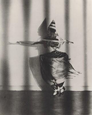 Lieselotte Felger as Die Wespentaille in Der Kreisel, Berlin