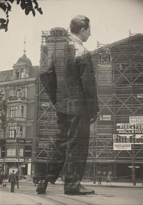 Erwin Piscator entering the Nollendorftheater, Berlin
