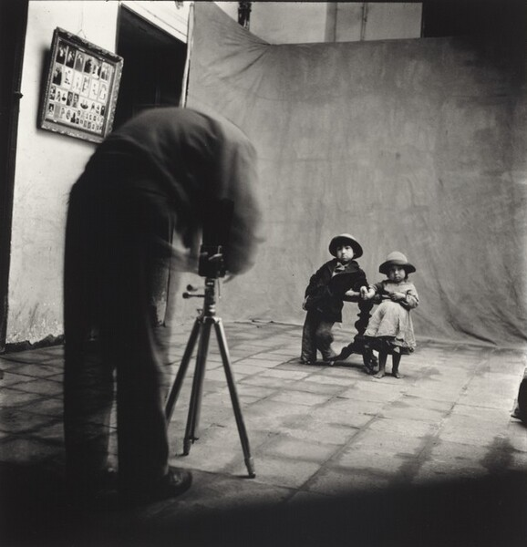 Irving Penn at Work in Cuzco, Peru