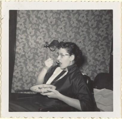 Xmas '56, Flo