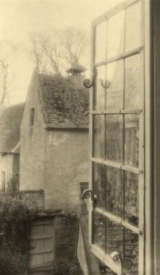 Kelmscott Manor, Thro' a Window in the Tapestry Room
