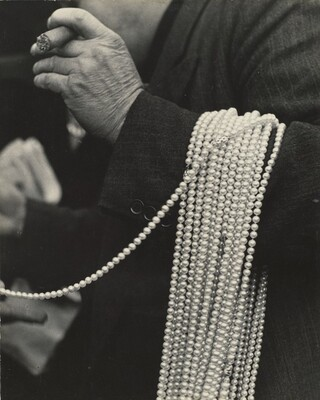 Pearl Seller