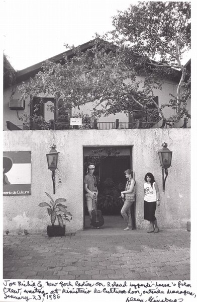 Joe Richey and New York ladies on Roland Leggiardi-Laura's film crew, waiting at Ministerio de Cultura door, outside Managua, January 23, 1986