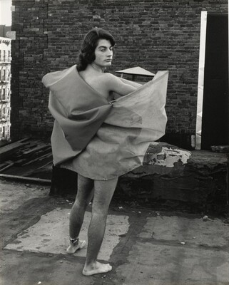 Untitled (Romero Cavalcanti wearing Parangolé Cape 25, New York City, 1972)