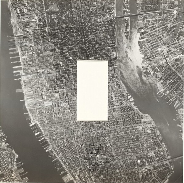A Square of Manhattan without a Rectangle