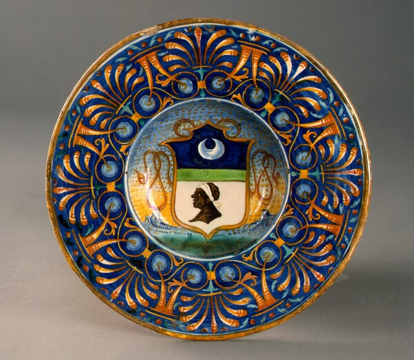 Broad-rimmed bowl with palmette and cornucopia border; in the center, shield of arms of the Saracinelli of Orvieto