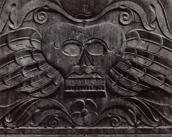 Tombstone, Winged Skull
