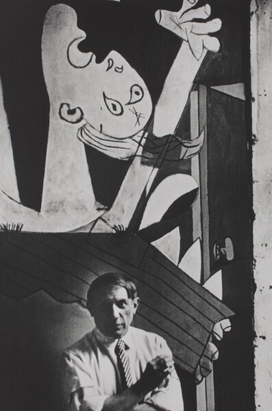 Pablo Picasso in front of Guernica, Paris