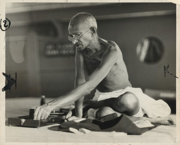 Gandhi Chooses Spinning as His Deck Sport en Route to England