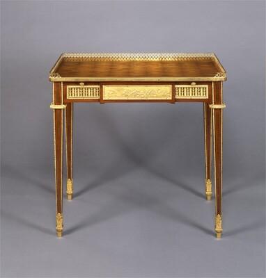 Writing Table (table à écrire)