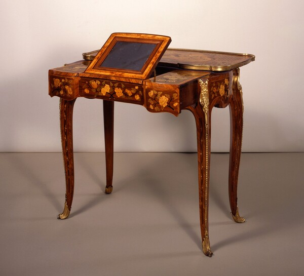 Writing and Toilet Table (table mécanique)